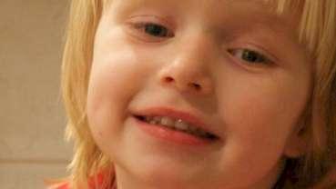 Naukowcy zalecają pastę fluoryzowaną dla dzieci