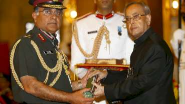 President of India gives highest defence award to Vimal Arora