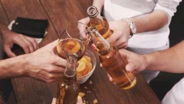 Новое исследование показывает, что алкоголь влияет на бактерии полости рта