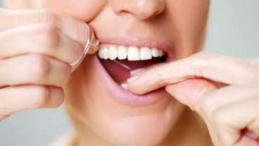Prvo pranje zuba, pa zubni konac? Naučna studija je istraživala koji je pravilan redosled