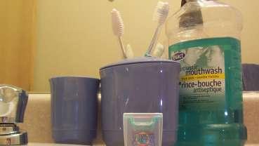 歯磨きとフロス、どちらを先にすべきか?