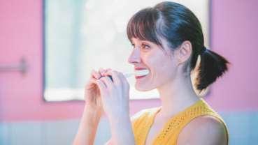 Nowa szczoteczka elektryczna wyczyści zęby w 10 sekund!