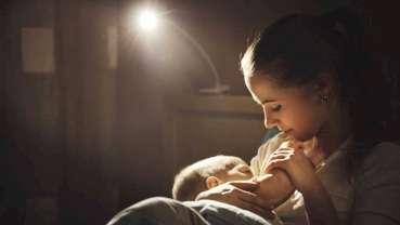 Fluorid z minimálního i dlouhodobého kojení snižuje riziko vzniku zubního kazu, uvádí studie