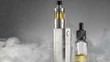Vědci našli mikrobiální kontaminanty v populárních e-cigaretách