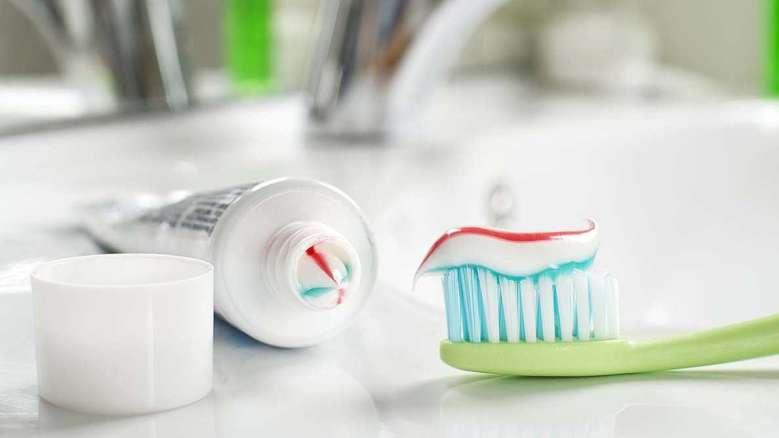 Potravinářská přídavná látka používaná v zubních pastách a žvýkačkách má negativní dopad na zdraví