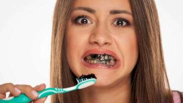 Zubní lékaři varují před používáním zubních past s obsahem uhlí