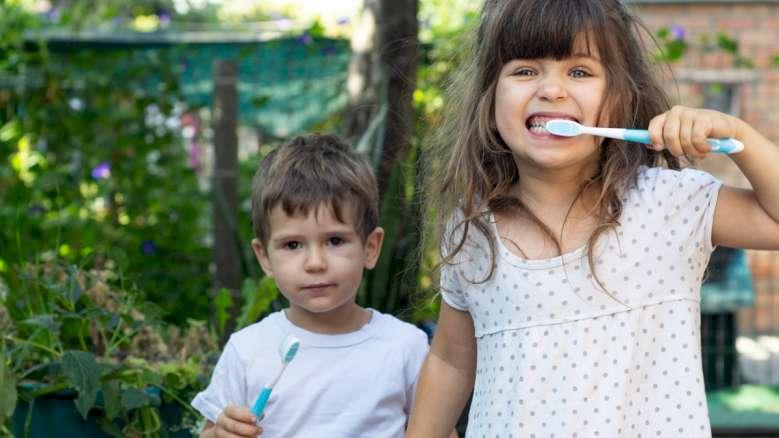 小児の唾液中の微生物は性特異的な差異を示す