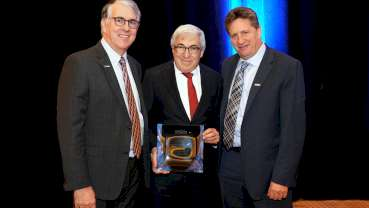 Bergman receives the National Network for Oral Health Access President's Award