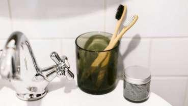 Snižování použití plastů u zubních past s nulovým odpadem
