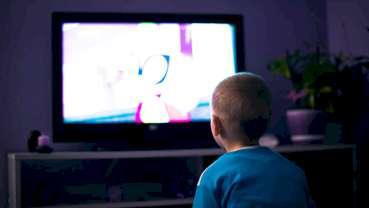 Nawyki związane z oglądaniem telewizji mogą wpływać na zdrowie jamy ustnej