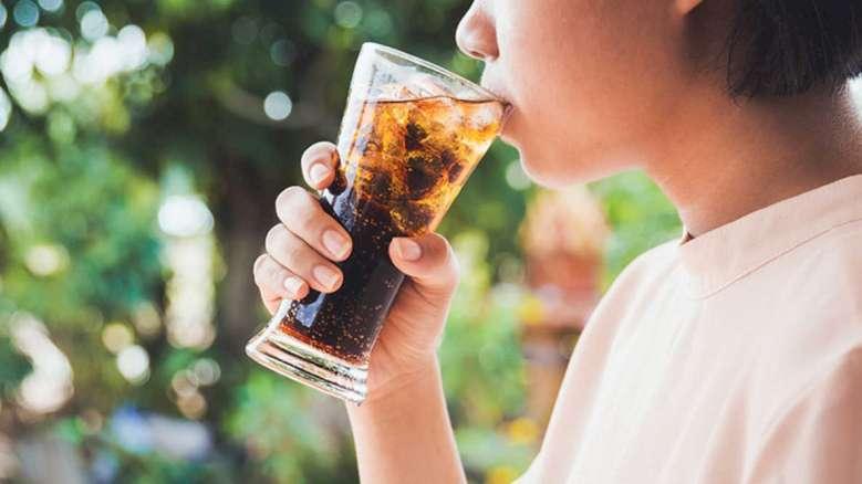 Dodatkowe 100 ml słodkiego napoju może zwiększyć ryzyko cukrzycy